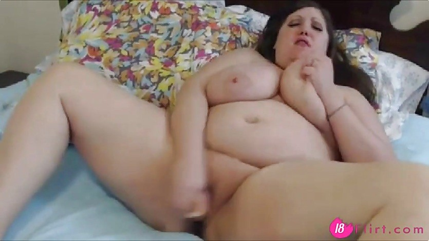 Gorgeous 44G BBW Ariel with sexy eyes and booty