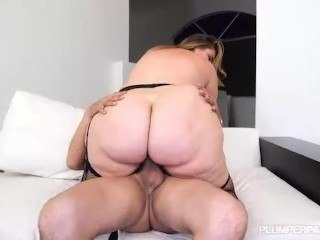 Big Booty Wife Shakes Her Ass for Hubby