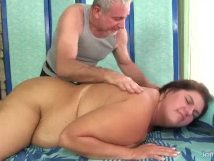 Sexy Plumper Danni Dawson Gets Her Fat Body Licked and Massaged